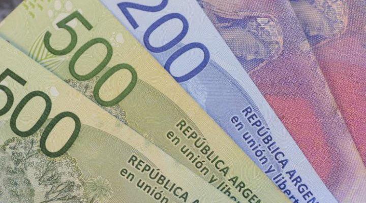 El gobierno planea dar un bono de 3 mil pesos para planes sociales para bajar la tención